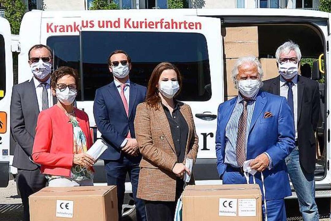 250.000 Mundschutze für Freiburg: Erst...itasverband Freiburg-Stadt (von links)    Foto: Ingo Schneider