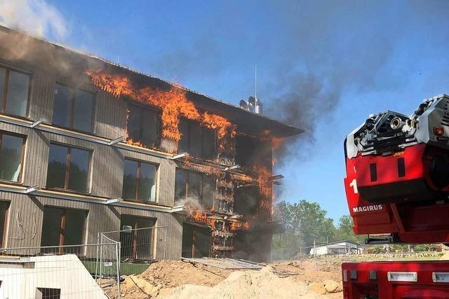 Fassadenbrand an Neubau am Bruckwald in Waldkirch