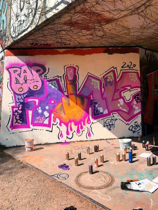 Graffito am Freiburger Faulerbad zum verschobenen Festival Rap Fatale  | Foto: Rap Fatale