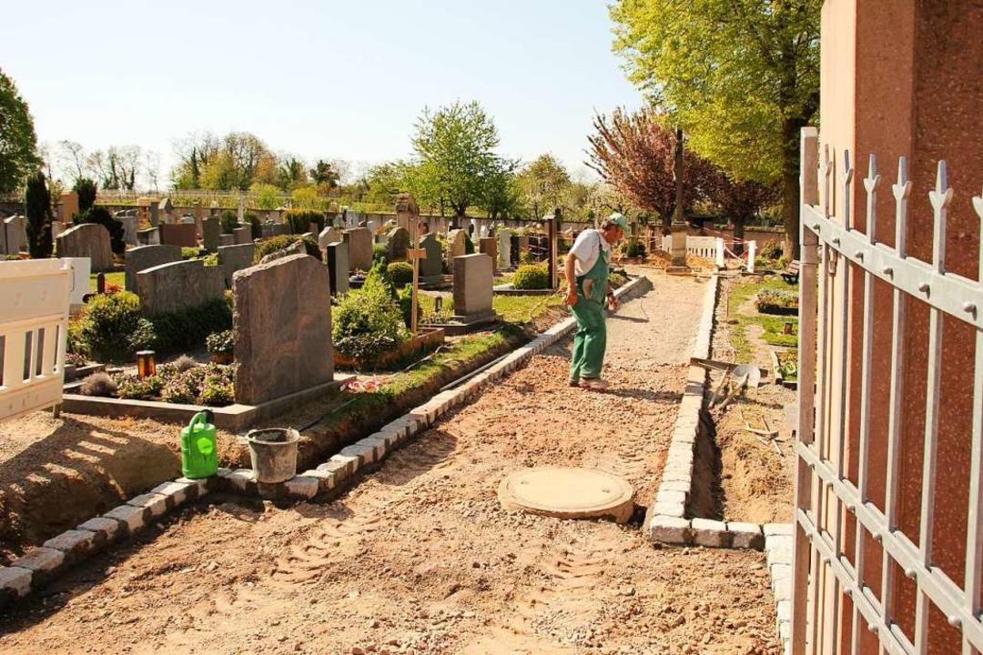 Der erste Bauabschnitt der Friedhofsum...in Gottenheim nähert sich seinem Ende.  | Foto: Mario Schöneberg