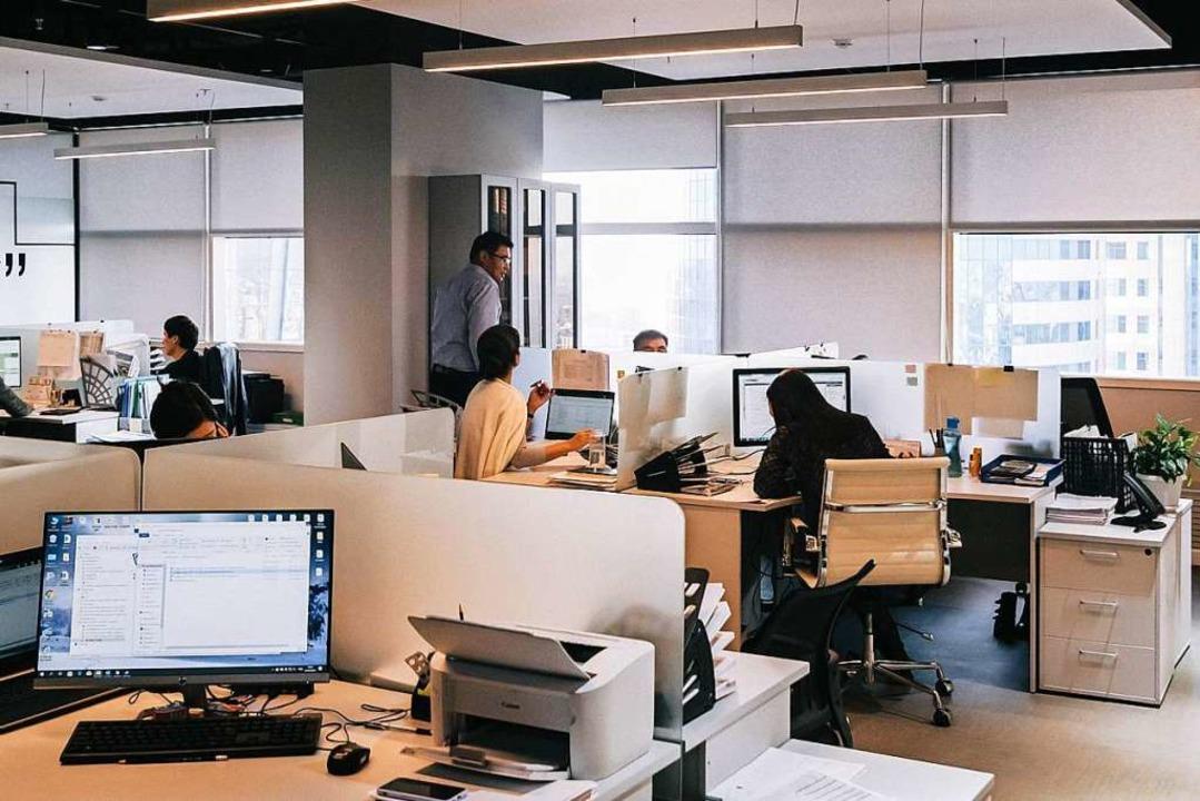 Wie klingt dieser Raum? Die Geräuschku...t's jetzt auch fürs Home Office.  | Foto: Damir Kopezhanov (Unsplash.com)