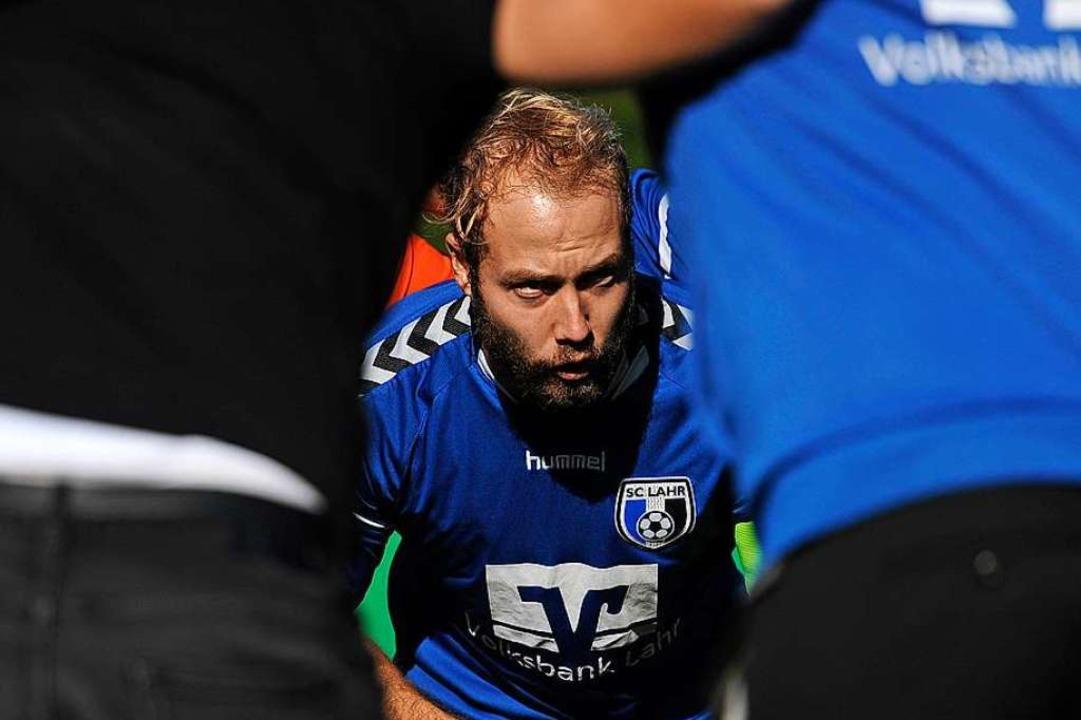 Im Kreise seiner Mannschaftskameraden würde Johannes Wirth gerne wieder stehen.    Foto: Pressebüro Schaller
