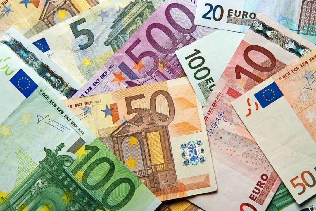 Der EU-Gipfel hat das vereinbarte Pake...en und verschuldete Staaten gebilligt.  | Foto: Daniel Reinhardt (dpa)