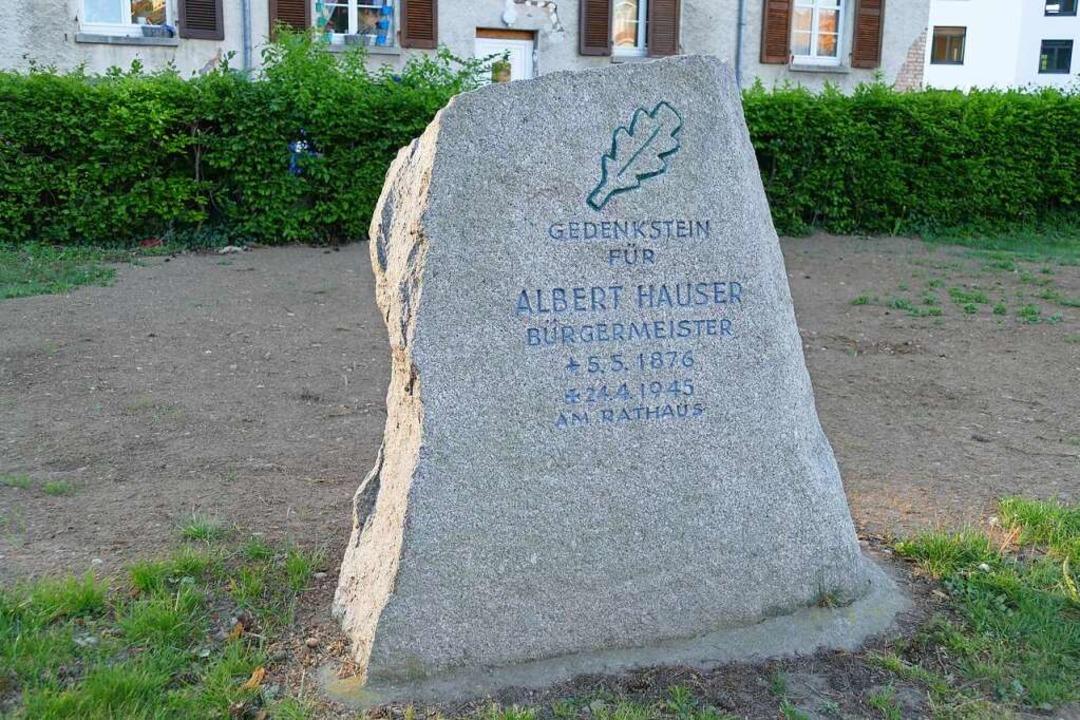Zur Erinnerung an Albert Hauser: der Gedenkstein in Rathausnähe  | Foto: Sarah Trinler