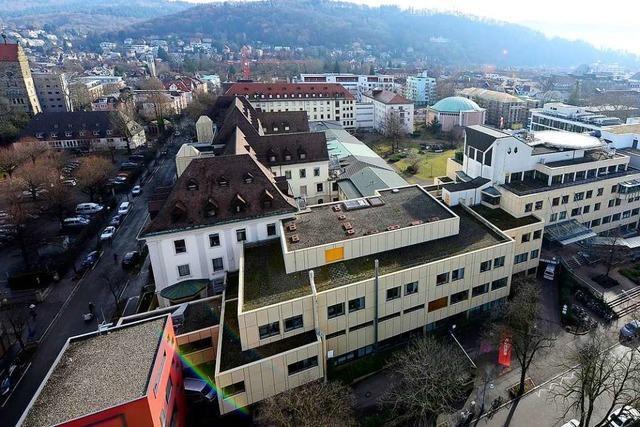 Unbekannter flüchtet nach Unfall mit gestohlenem Auto in Freiburg-Herdern
