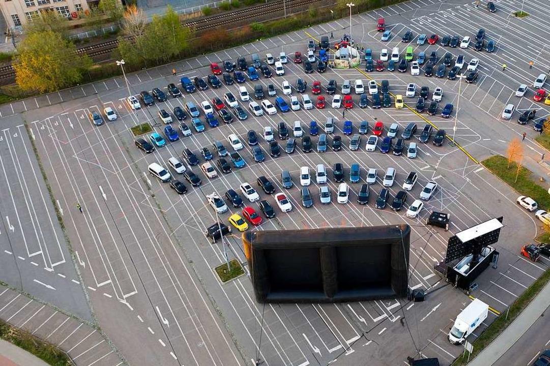 Blick auf ein Autokino von oben  | Foto: Jan Woitas (dpa)