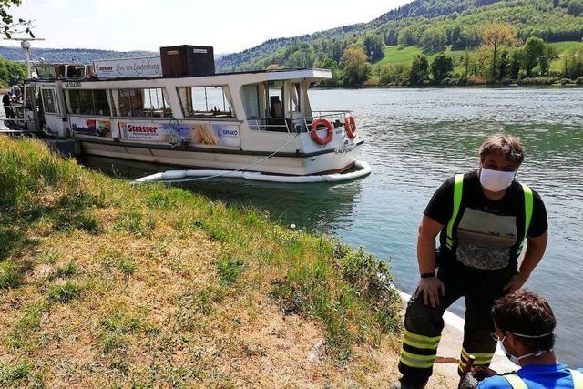 Ölunfall auf dem Rhein in Laufenburg