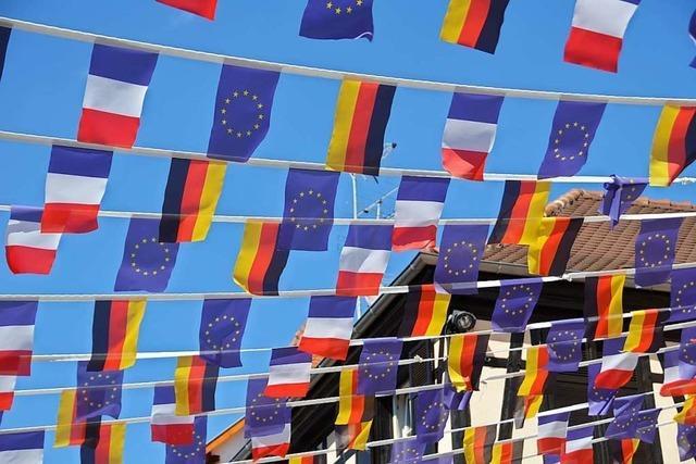 Alexander Schoch regt gemeinsames Singen der Europahymne an