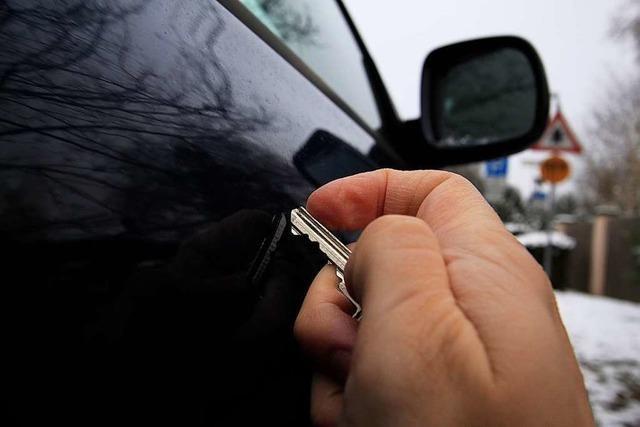 50-Jähriger zerkratzt in Rheinfelden ein Auto