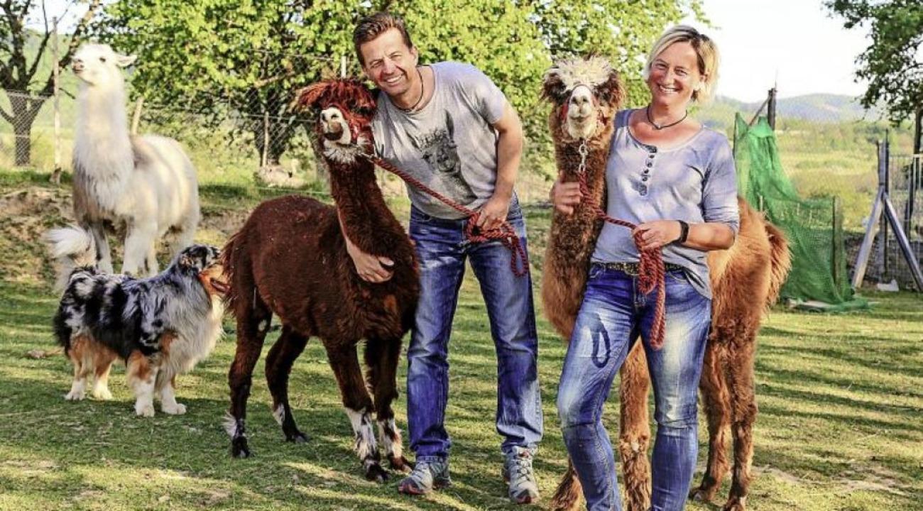 Michael und Heike Petsch mit einem Teil ihrer Tiere     Foto: Sandra Decoux-Kone