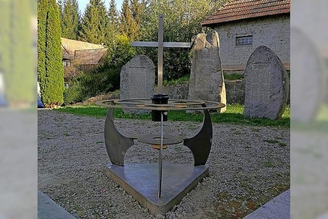 Neue Skulptur vor der Kirche