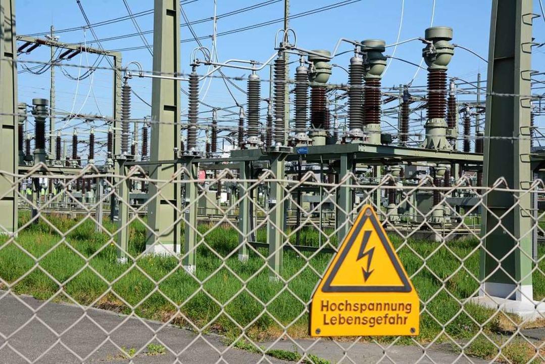 Im Umspannwerk – im Foto das in ... Kraftwerk zum Verbraucher umgeleitet.  | Foto: Annette Mahro