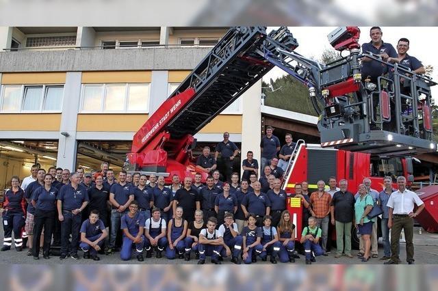 60 Frauen halfen bei der Feuerwehr