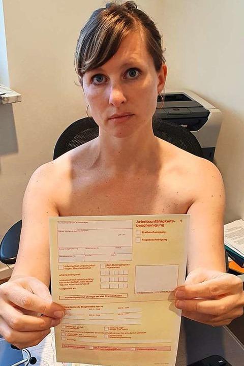 Hausärzte haben sich nackt in ihrer Praxis fotografiert.  | Foto: www.blankebedenken.org