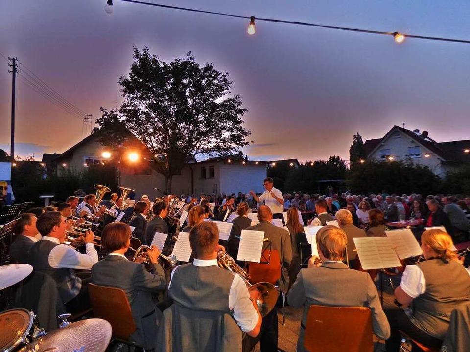 Keine Chance für ein Freiluftkonzert &... hier die Musik- und Feuerwehrkapelle.  | Foto: Brigitte Rüssel