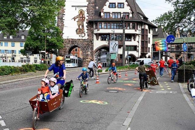 Initiative fordert mehr Radstreifen auf Freiburger Hauptverkehrsstraßen