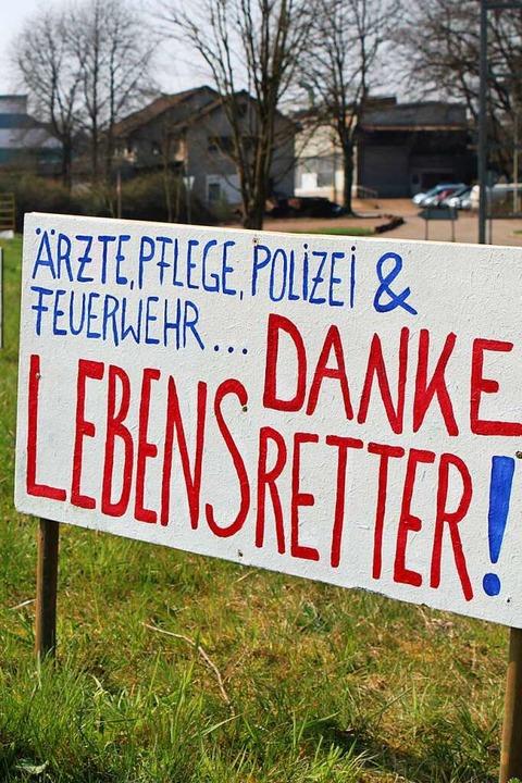 Mit Schildern wie diesen an der B34 in...für das Wohl der Allgemeinheit sorgen.  | Foto: Annika Sindlinger