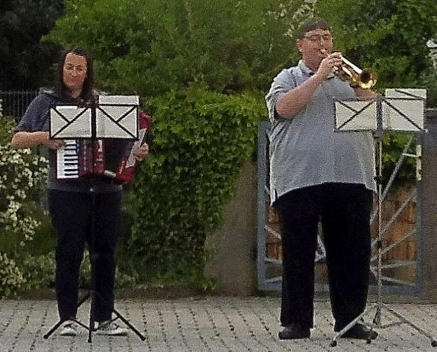 Jacqueline und Joachim Riebel spielen ...m 19 Uhr vor dem Rathaus in Altenheim.  | Foto: Dieter Fink