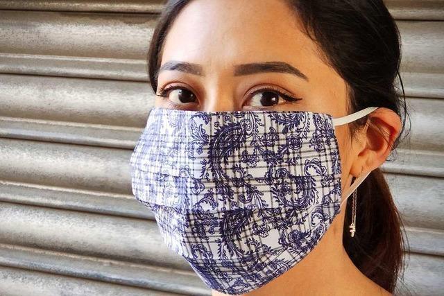 Der Landfrauenverein Aitern näht Schutzmasken für die Bevölkerung