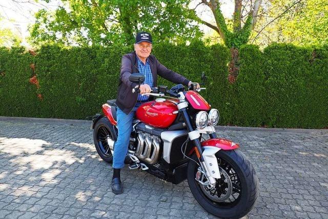 80-Jähriger aus Weil fährt das stärkste Serienmotorrad der Welt