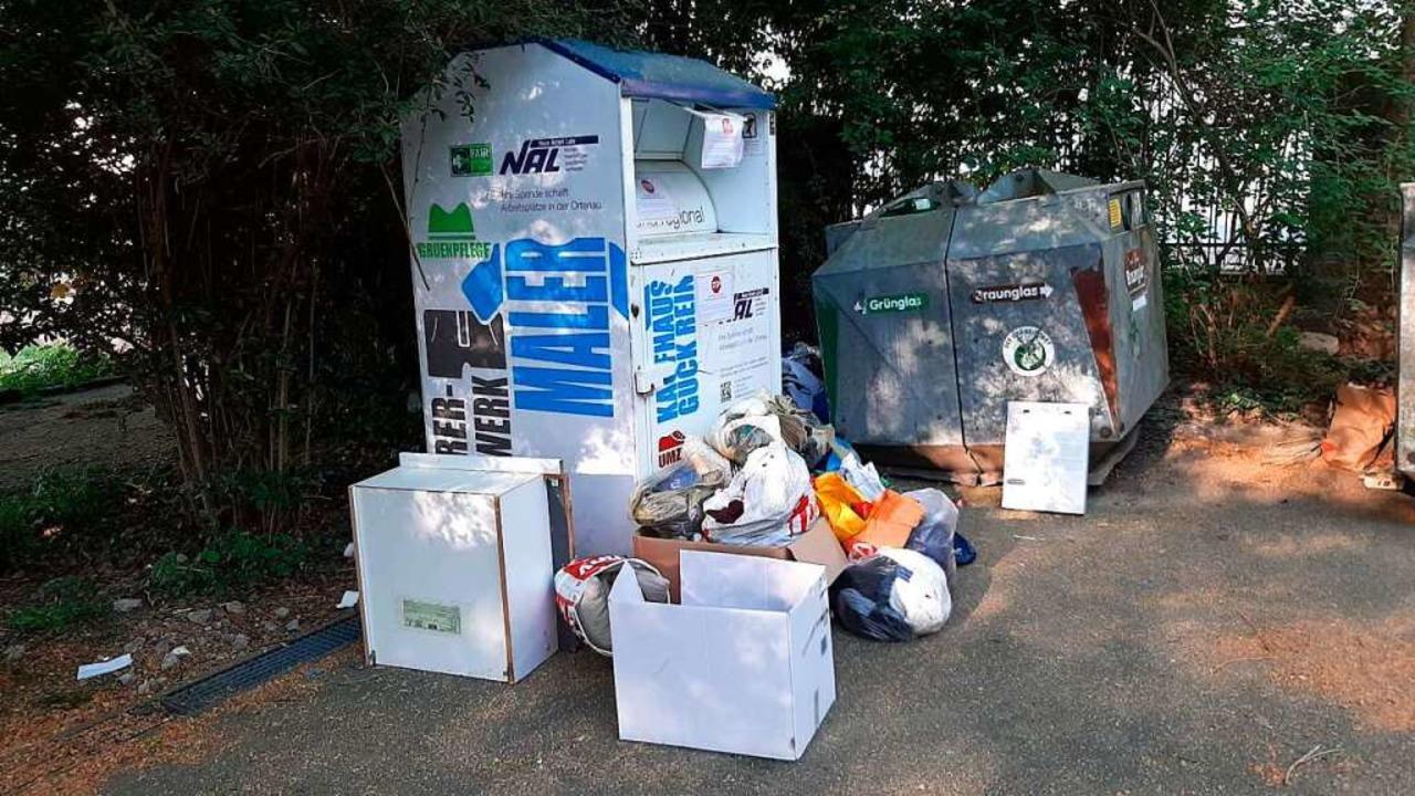Überfüllte Altkleidercontainer der Neuen Arbeit Lahr  | Foto: Stadt Lahr