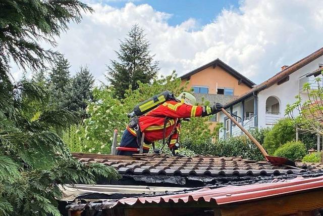 Gartenhütte in Laufenburg steht in Flammen