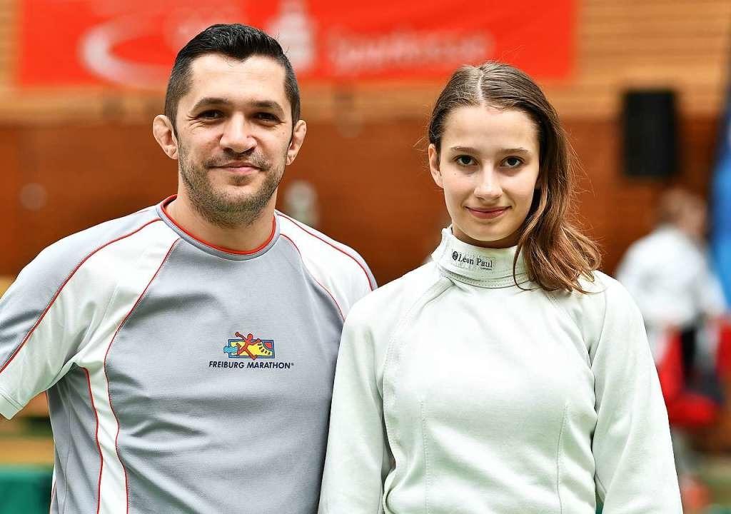 Vereinstrainer Andy Langenbacher und Fechterin Philine Kaltenbach  | Foto: Achim Keller