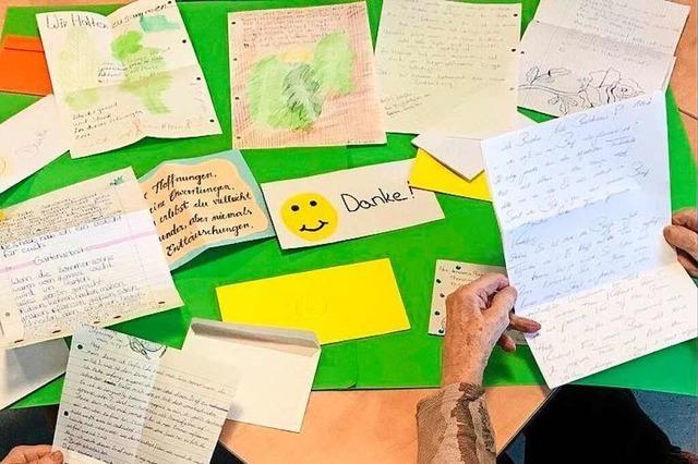 Schüler schreiben für Senioren