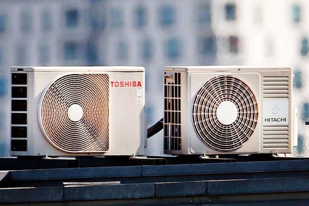 Gute Wartung und Kontrolle sind wichtig: eine Klimaanlage auf einem Dach.  | Foto: Martin Gerten