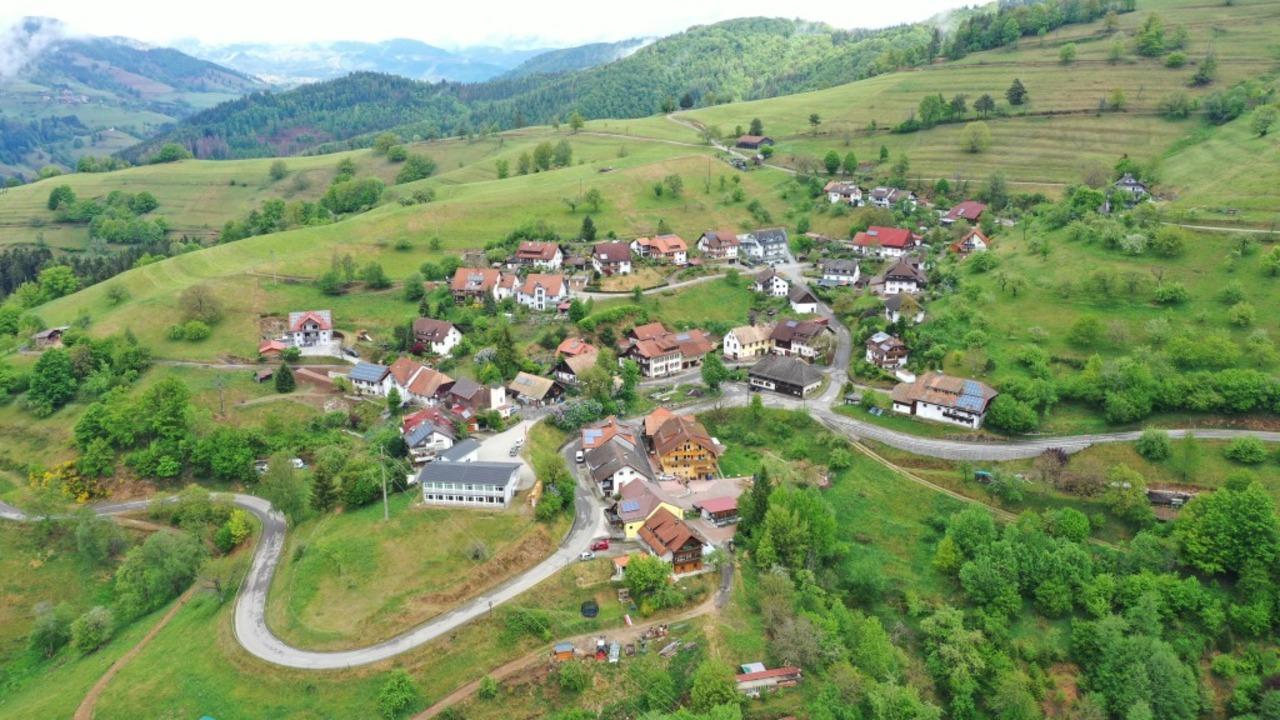 In Riedichen, einem idyllischen  Bergd..., hat sich ein Tötungsdelikt ereignet.  | Foto: Martin Klabund