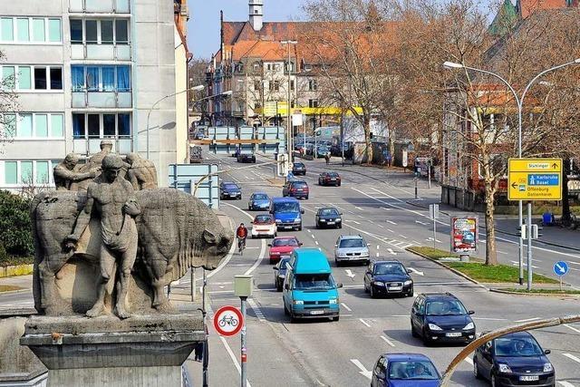 Radfahrer wird in Freiburg von Transporter erfasst und schwer verletzt