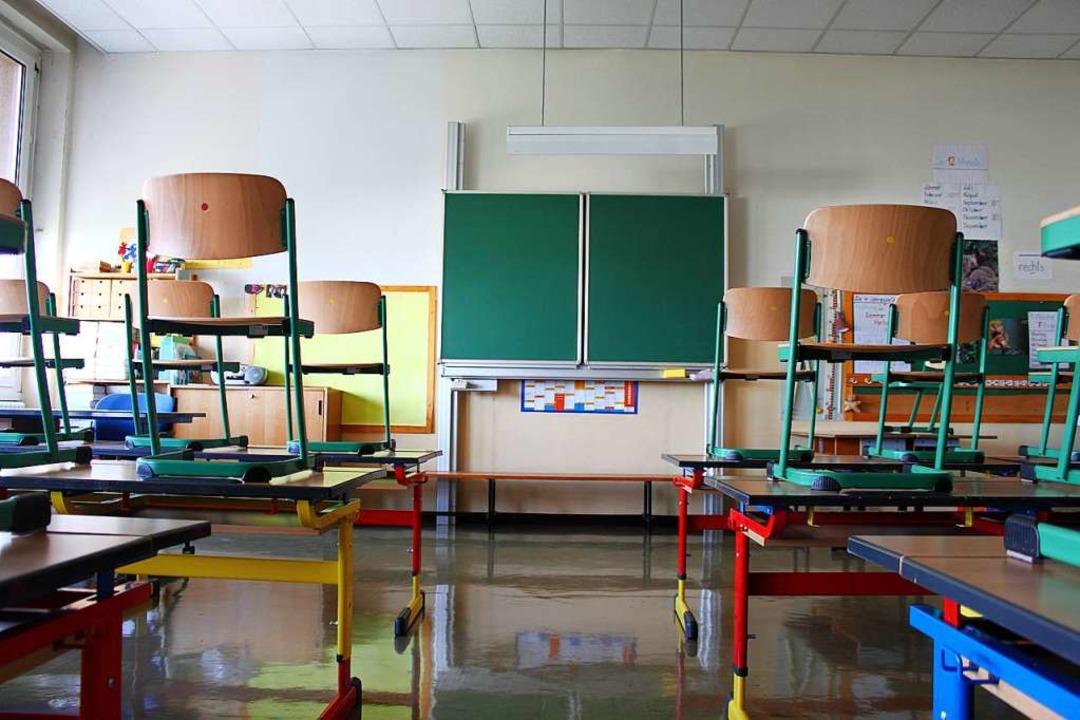 Die Stühle werden wieder heruntergeste...h der Corona-Zwangspause (Symbolbild).  | Foto: benik.at (Adobe Stock)