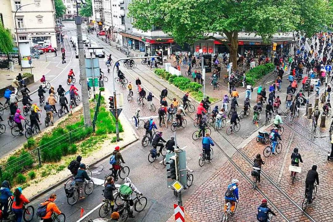 Fahrraddemo in der Freiburger Innenstadt.  | Foto: Tamina Nitschmann