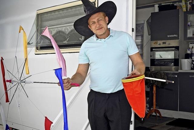 An der Ringerhalle ist ein Zauberkünstler gestrandet