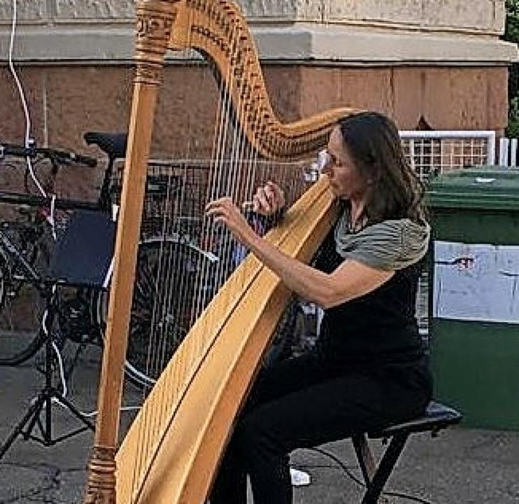 Sabine Wehrle an der Harfe  | Foto: Privat