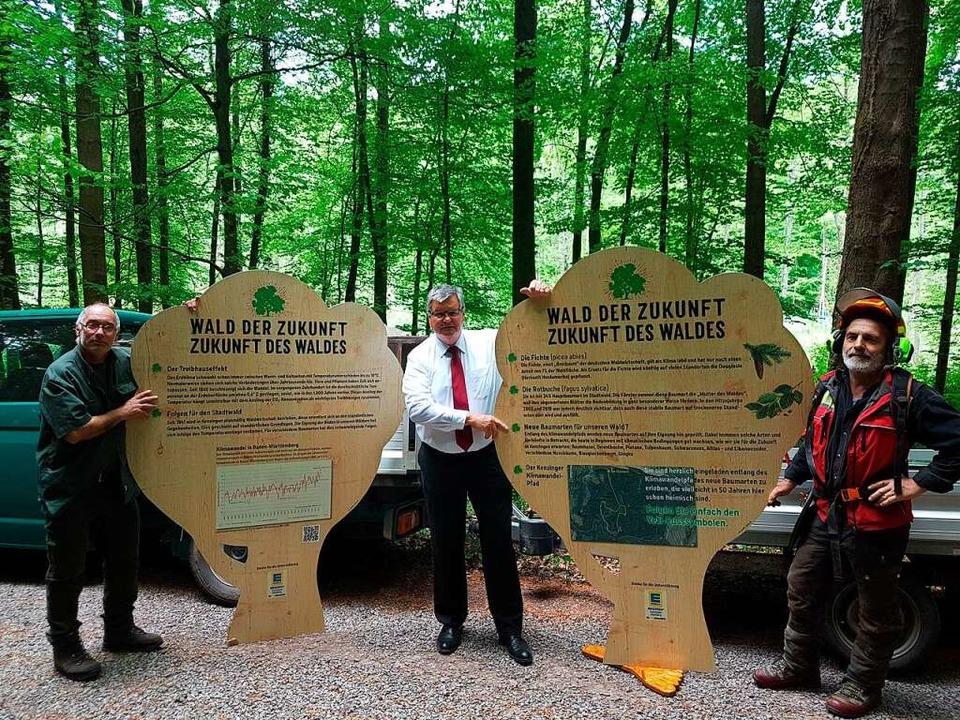 Johannes Kaesler (von links), Matthias...den Kenzinger Baumlehrpfad eingeweiht.  | Foto: Stadt Kenzingen