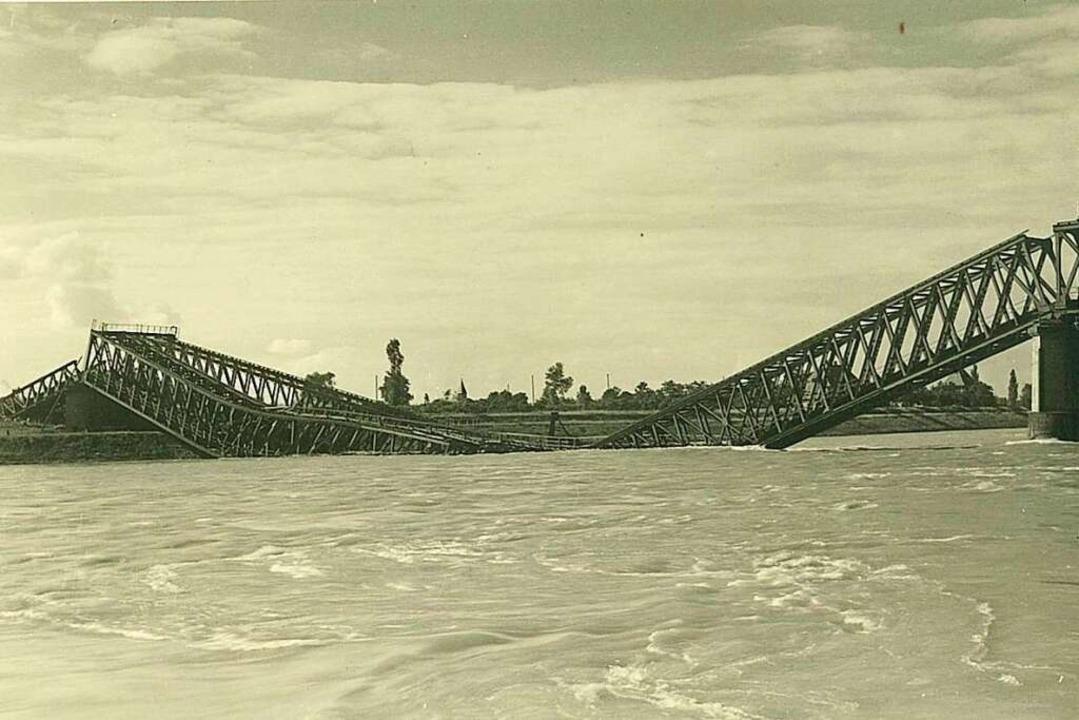 Am 9. Februar 1945 zerstörte die Wehrm...kreich die Rheinbrücke  bei Neuenburg.  | Foto: Stadtarchiv