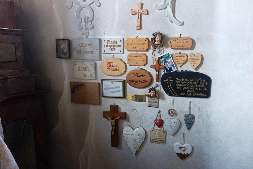 An einem Seitenaltar in der Kirche &#8... die Muttergottes in Not geholfen hat.  | Foto: Florian Kech