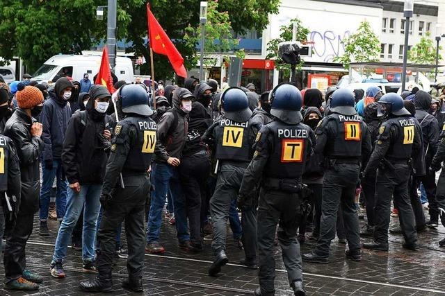 Großaufgebot der Polizei begleitet Demonstrationen in Freiburg