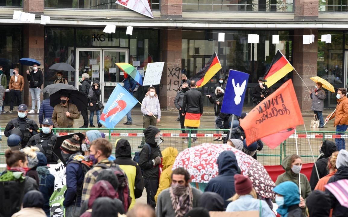 Gegen-Demo auf dem Platz der Alten Synagoge.  | Foto: Rita Eggstein