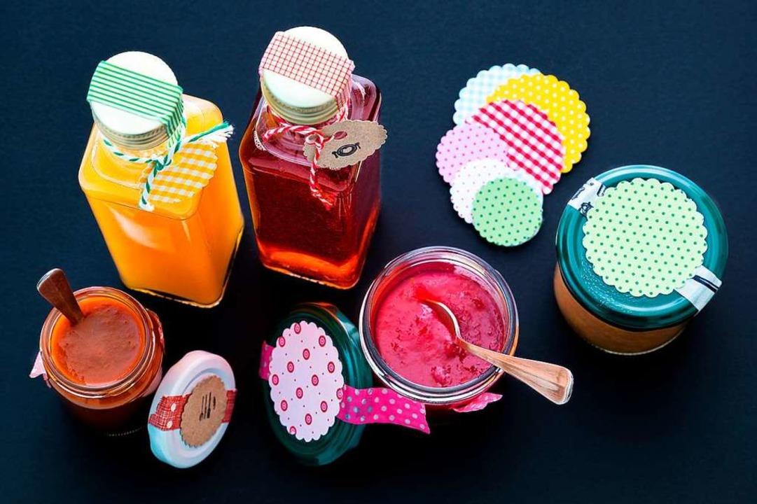 Chutney, Pesto, Fruchtaufstrich und Essig aus eigener Herstellung.  | Foto: Michael Wissing