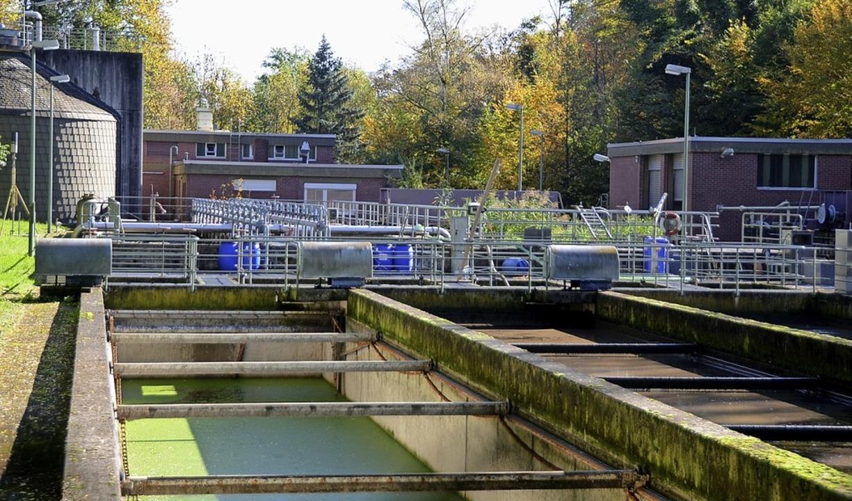 Die Kläranlage der Gemeinde Sasbach wi...r EnBW-Tochterfirma RBS Wave geführt.     Foto: Roland Vitt