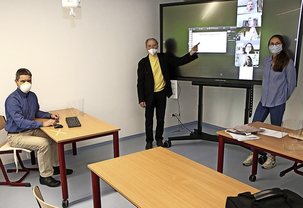 Digitaler Unterricht: Berthold Jung, L...n der Physiotherapieschule (von links)    Foto: Susanne Eschbach
