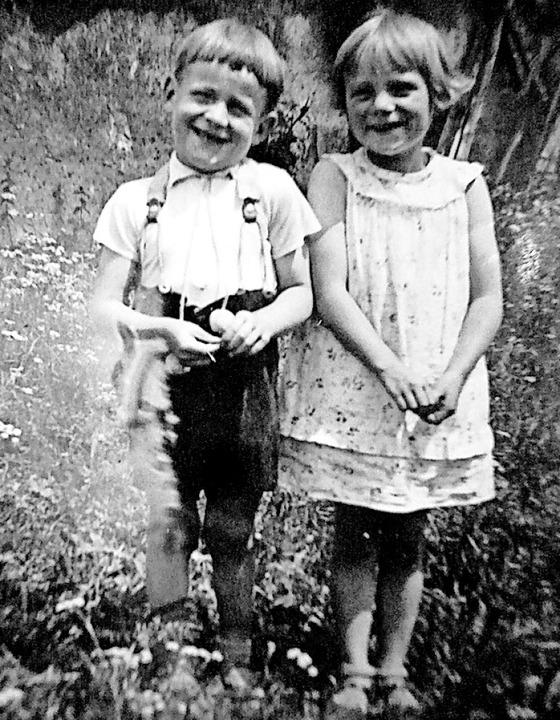 Walter Kienzler mit seiner Schwester Elfriede  | Foto: Karla Scherer