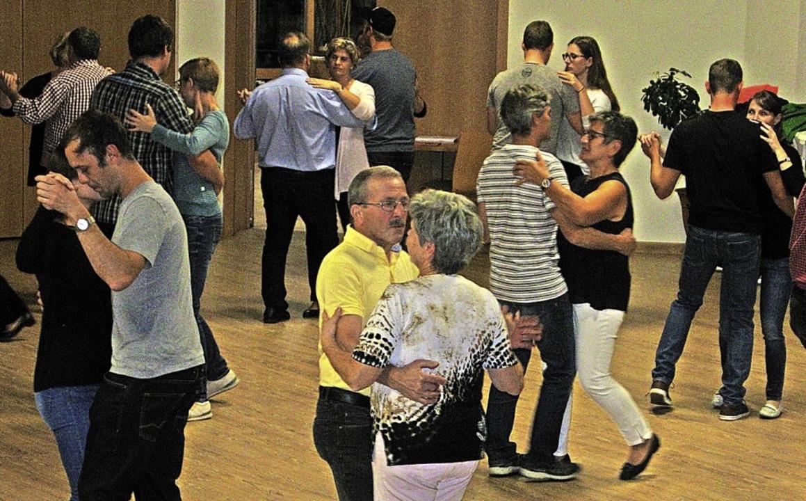 Breit ist das Angebot des Katholischen...ch einen Tanzkurs gab es schon (Foto).  | Foto: Ulrike Spiegelhalter