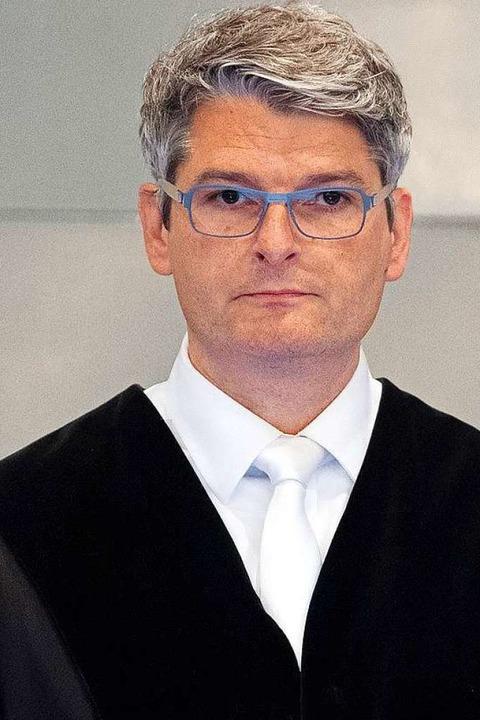 Mario Plein, Vorsitzender Richter,  hinter einer Glasscheibe    Foto: Federico Gambarini (dpa)