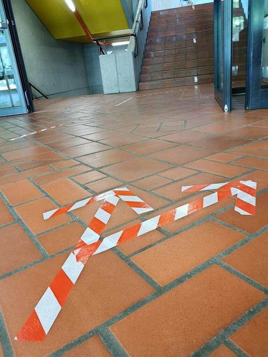 Im Grimmelshausen-Gymnasium weisen Pfe...iele direkte Begegnungen zu vermeiden.  | Foto: Ralf Burgmaier
