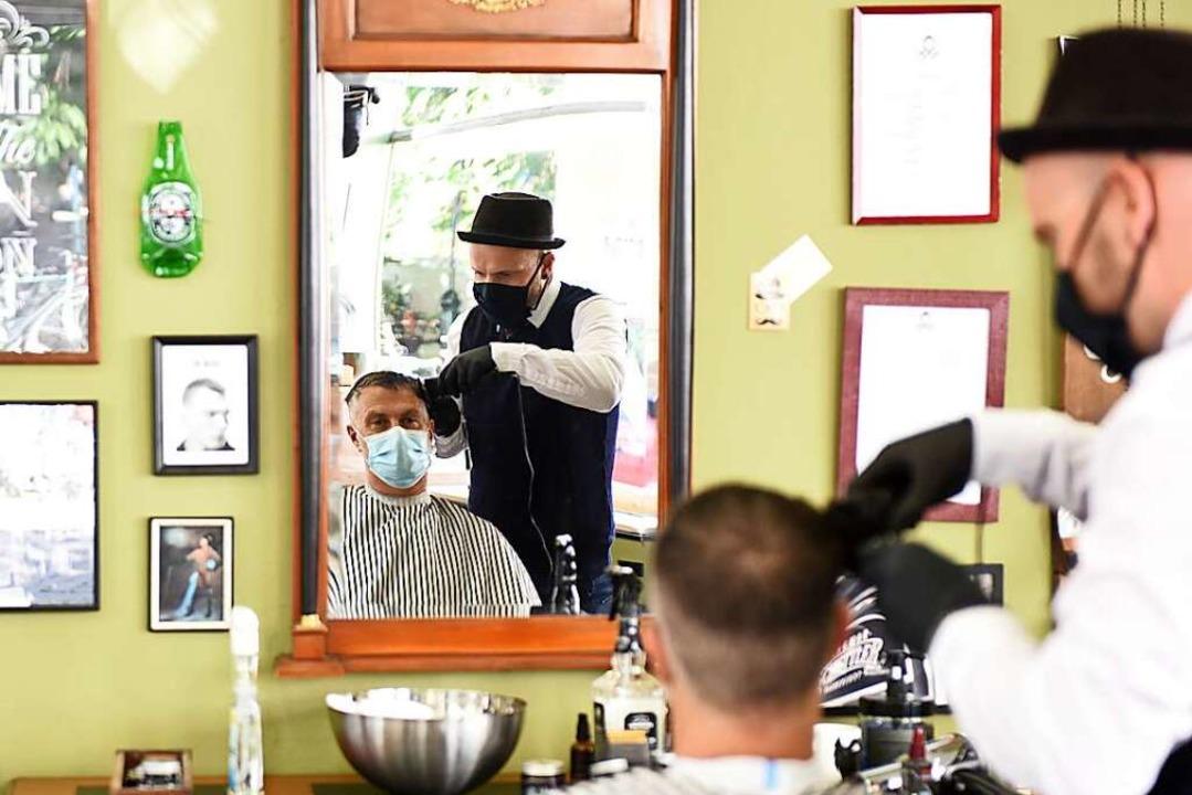 """Im """"Barbershop"""" kann man w...en –  nicht nur wegen der Maske.    Foto: Rita Eggstein"""