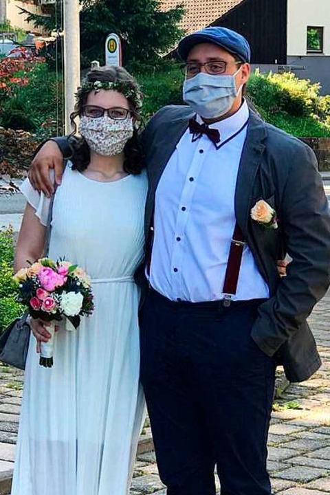 Heiraten in Corona-Zeiten: mit Mundschutz    Foto: privat