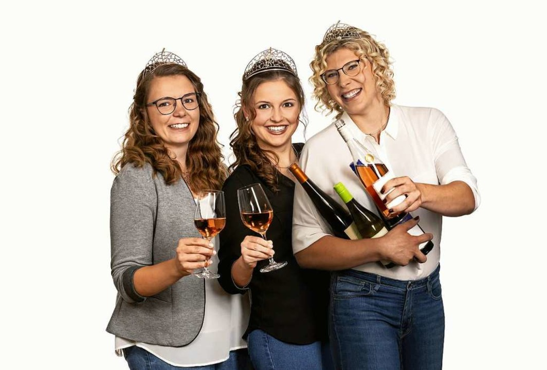 Weinkönigin Sina Erdrich (Mitte) mit d...ßler (links) und Simona Maier (rechts)  | Foto: verband